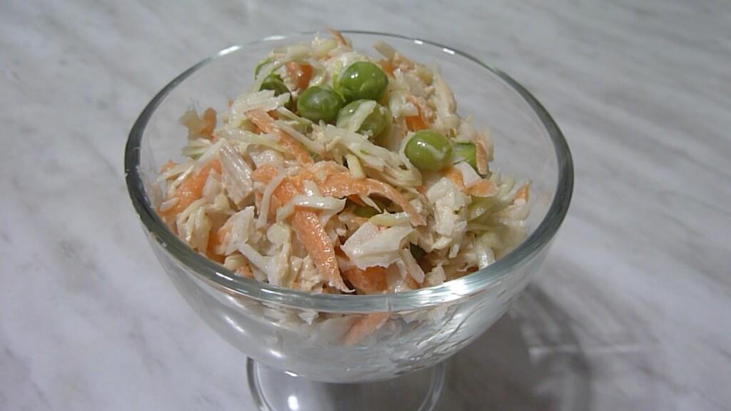 salat-s-kapustoy-i-kurizey